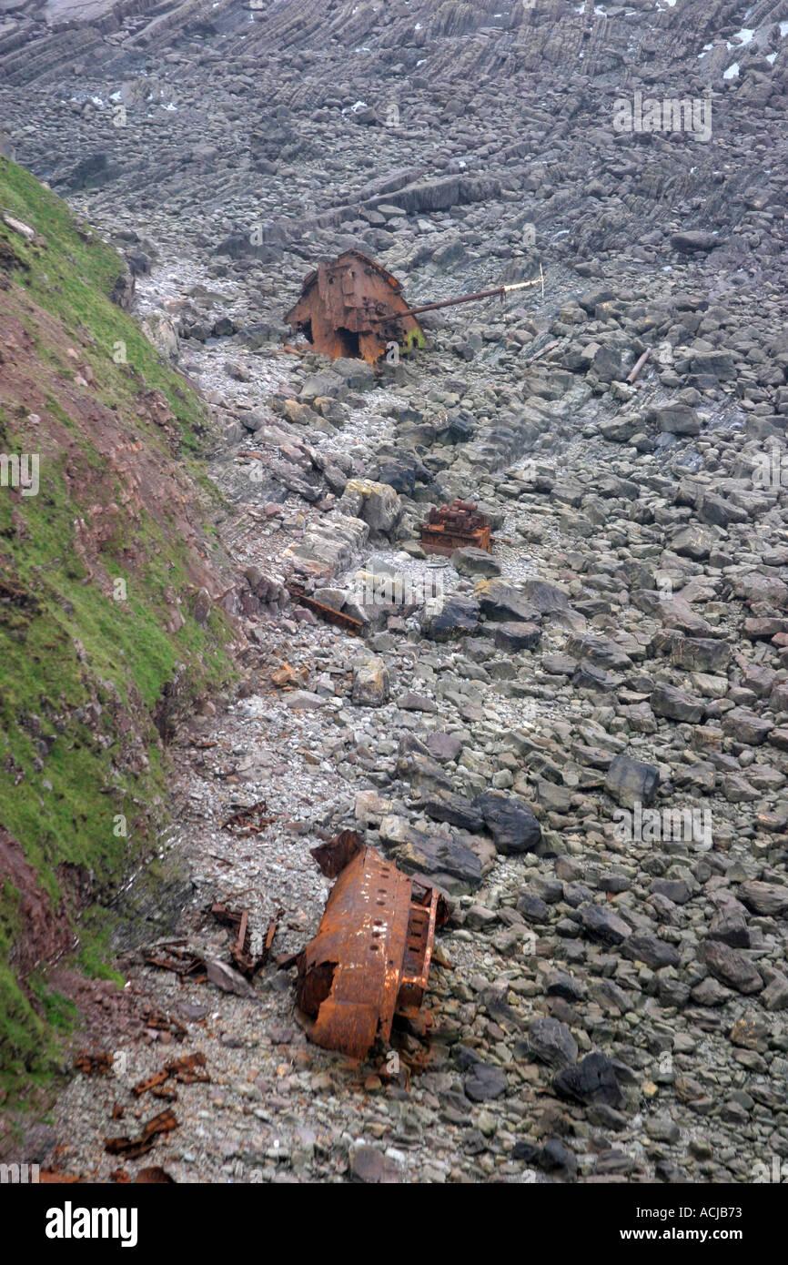 Shipwreck at low tide at Hartland Point - Stock Image