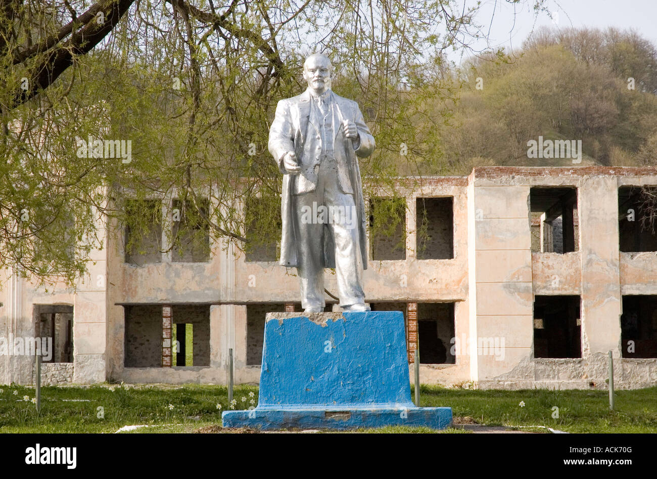 Lenin statue set against a ruin in the North Caucasus of South Western Russia - Stock Image