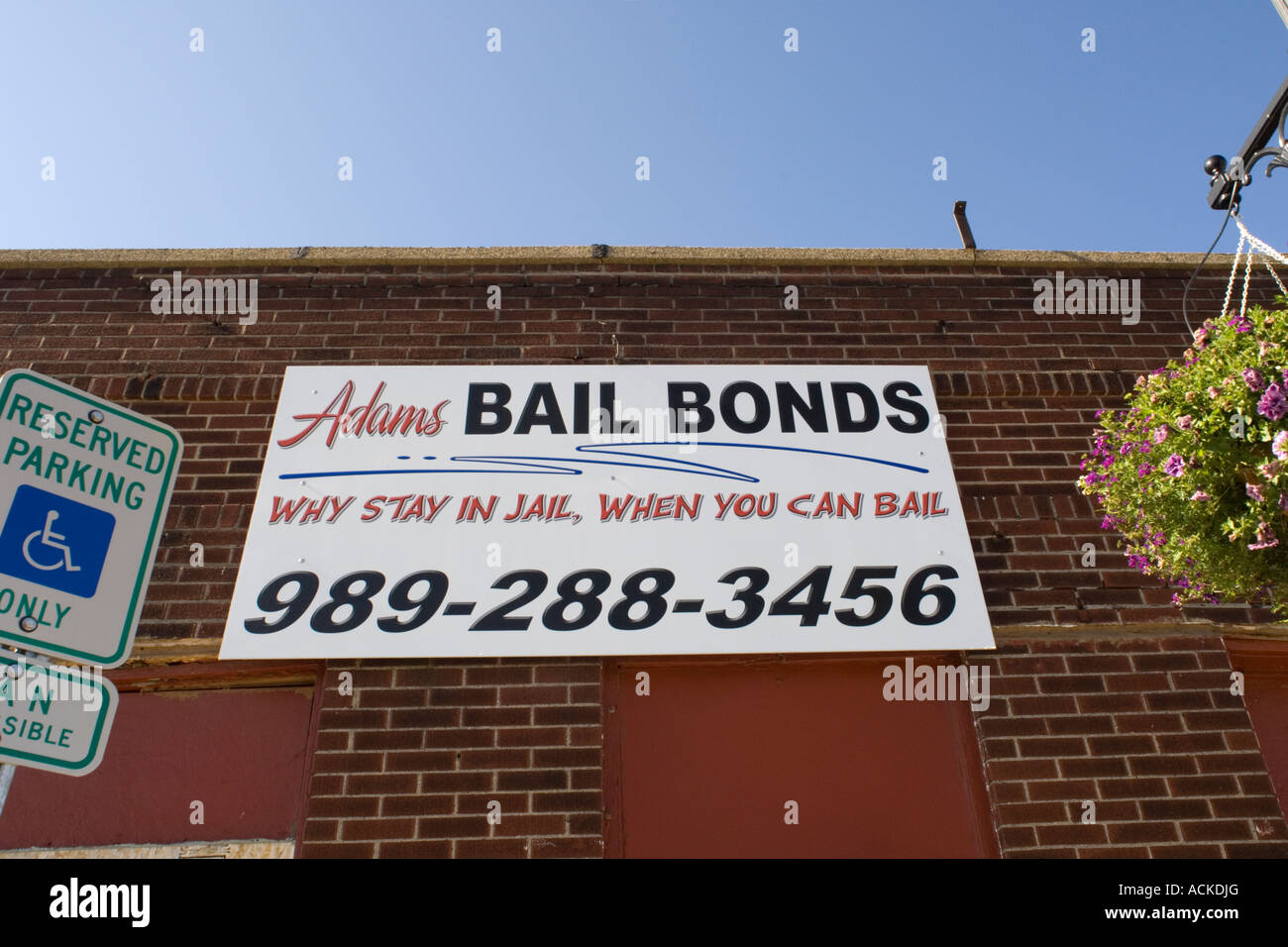 Building with sign reading Adams Bail Bonds Why stay in jail when you can bail - Stock Image