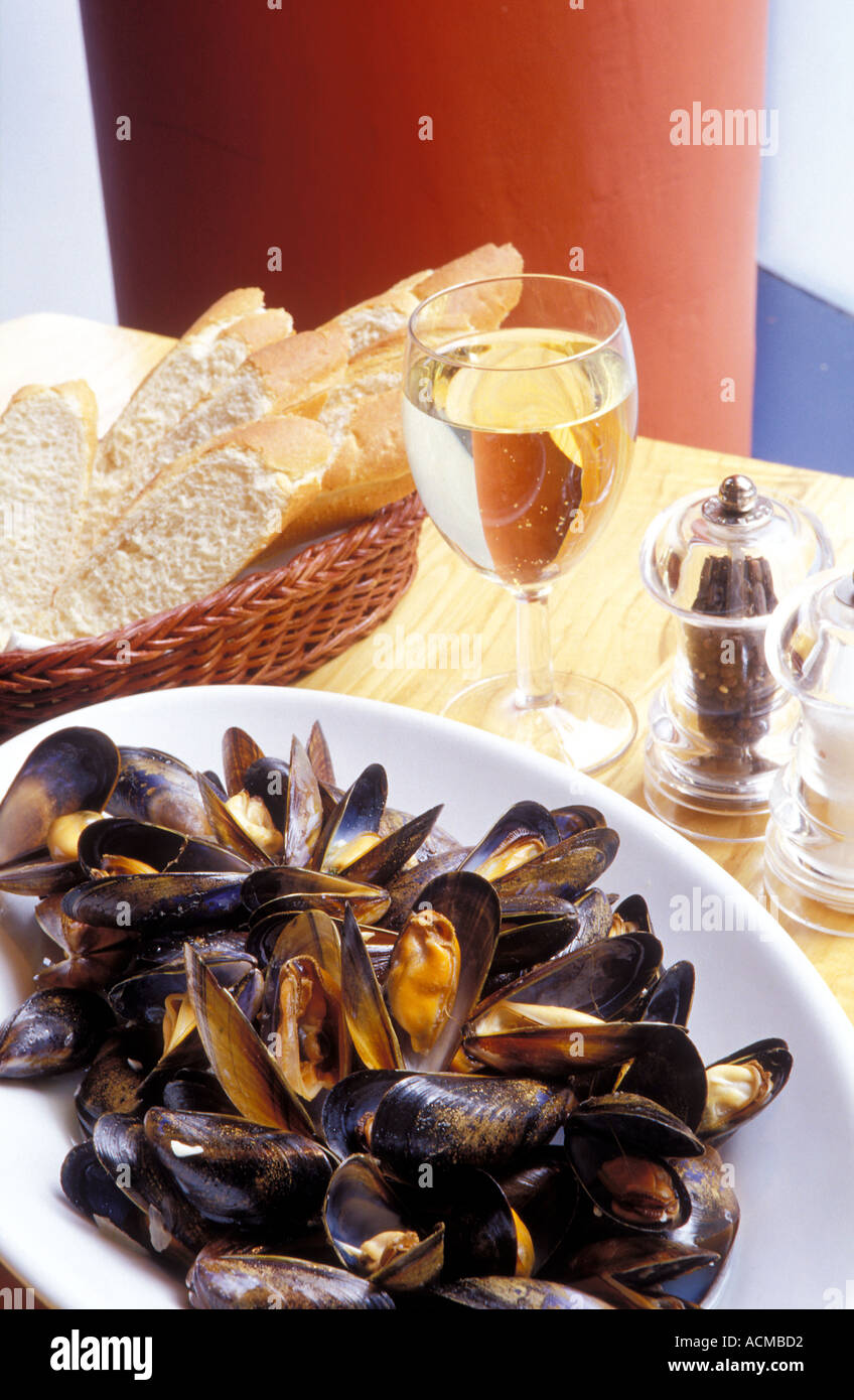 Scotland Glasgow A plate of mussels in Mussel Inn restaurant which specializes in mussels scallops and oysters - Stock Image