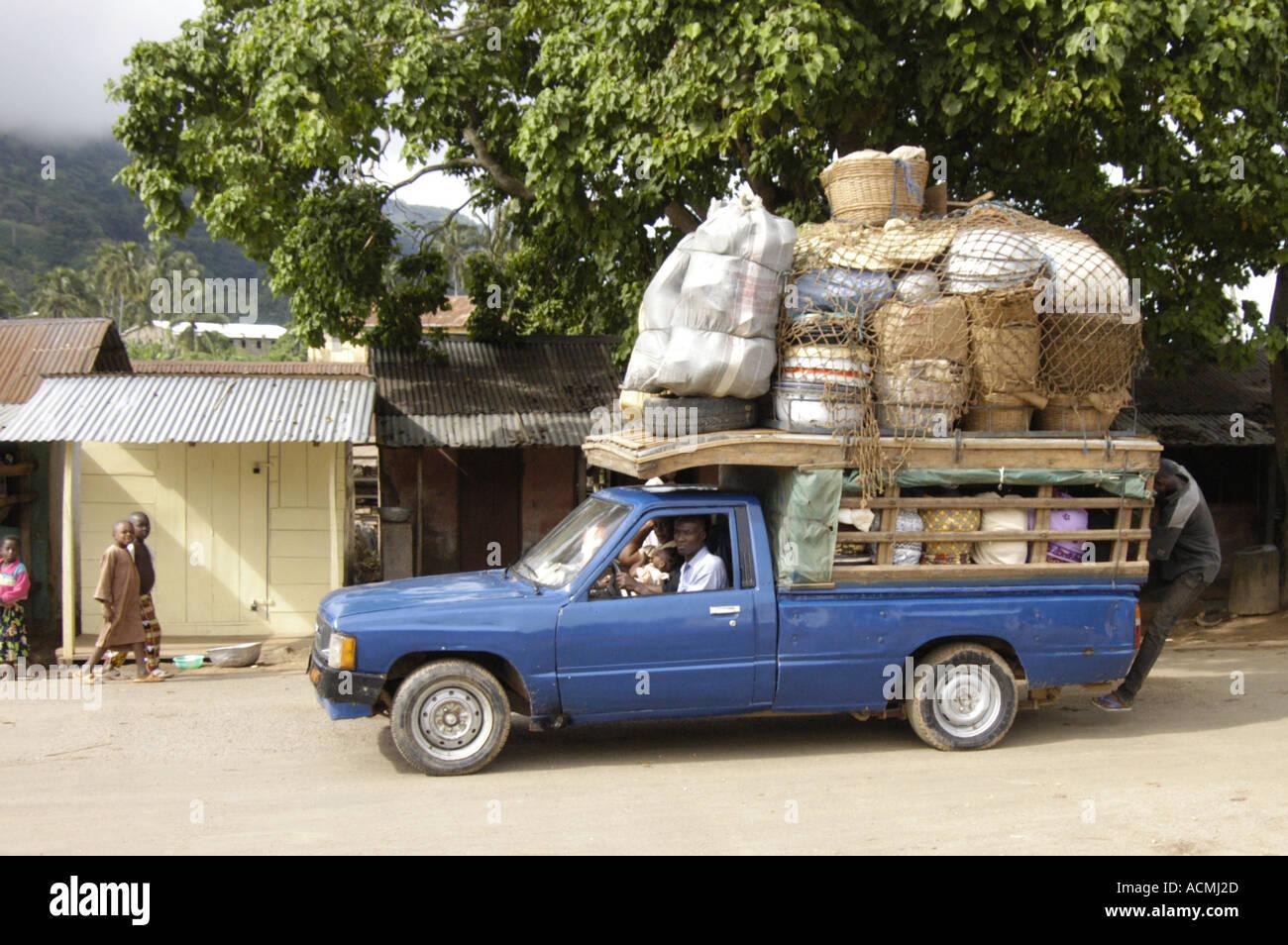 overloaded-pickup-badou-togo-west-africa-ACMJ2D.jpg