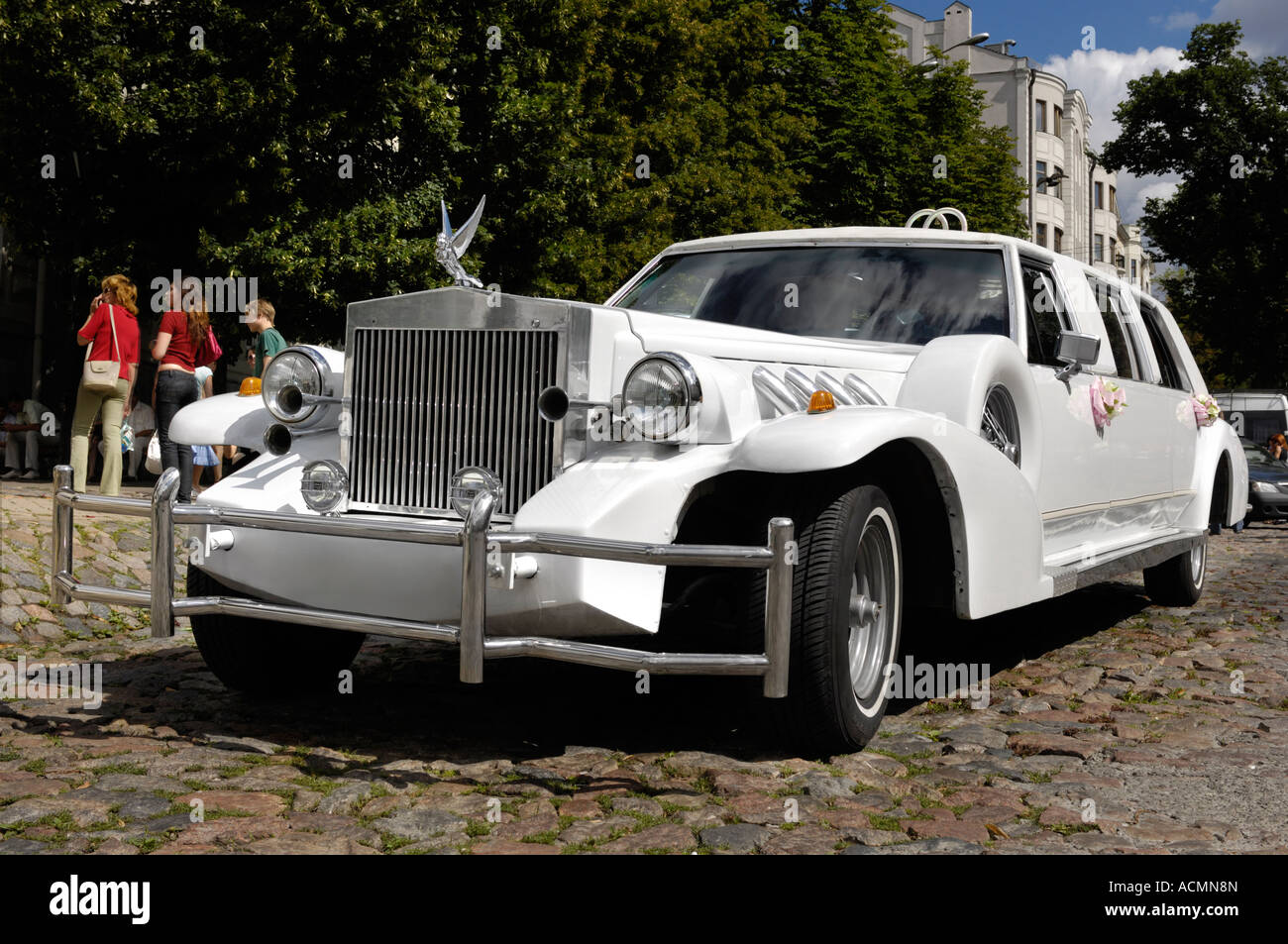 Classic white Excalibur limousine Luxury wedding car auto automobile ...