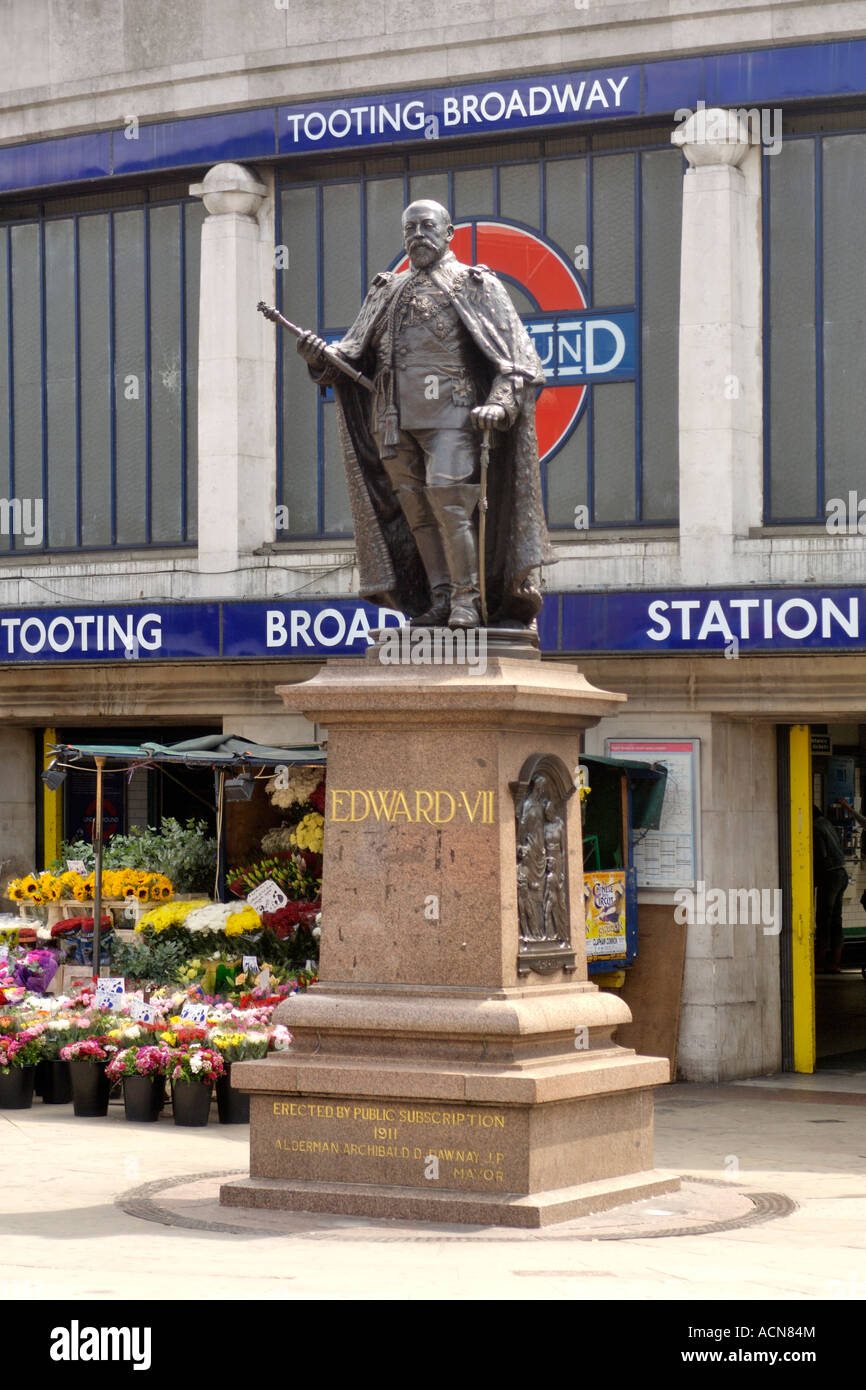 Statue of King Edward VII outside Tooting Broadway underground station in London. - Stock Image
