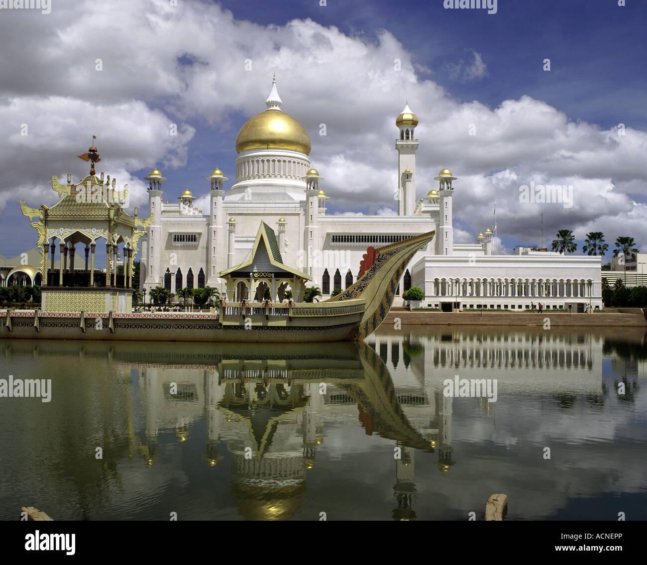 geography / travel, Brunei, Bandar Seri Begawan, buildings, Sultan Omar Ali Saifuddien Mosque, exterior view, Additional - Stock Image