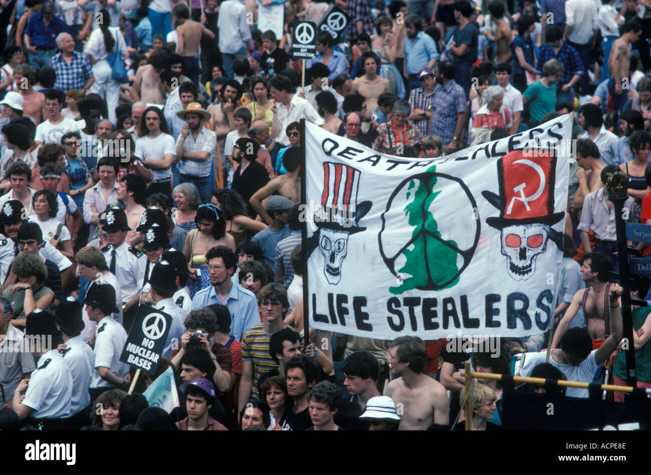 CND Campaign for Nuclear Disarmament march to Hyde Park London 1982 HOMER SYKES - Stock Image