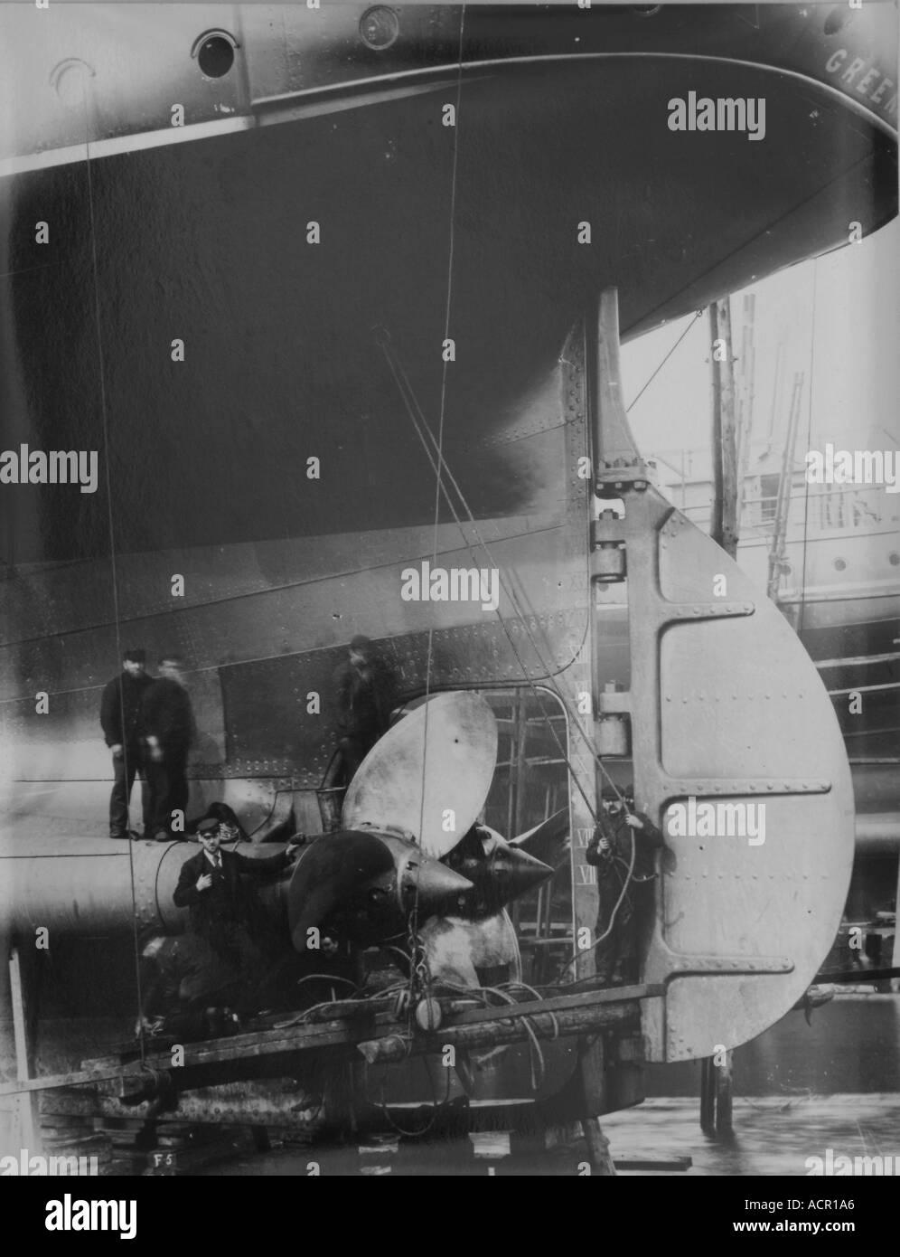 UK Scotland Greenock shipyard 1890 s building the SS Isis Fitting the propellors - Stock Image