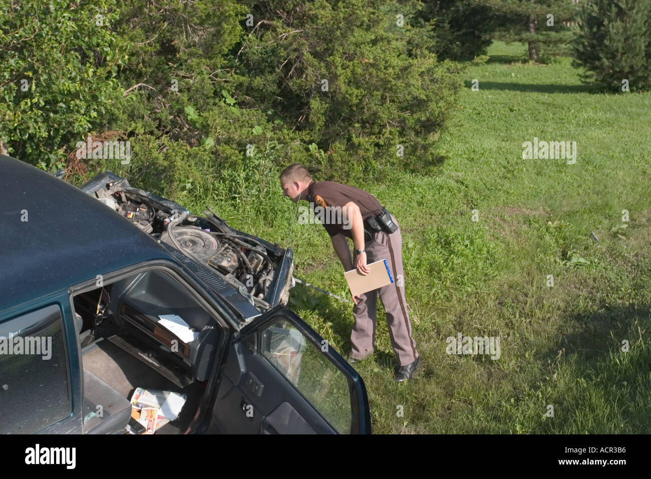 Sheriff s deputy investigating at the scene of an accident Fatality accident Rural Saline County Sheriff s Office Nebraska - Stock Image