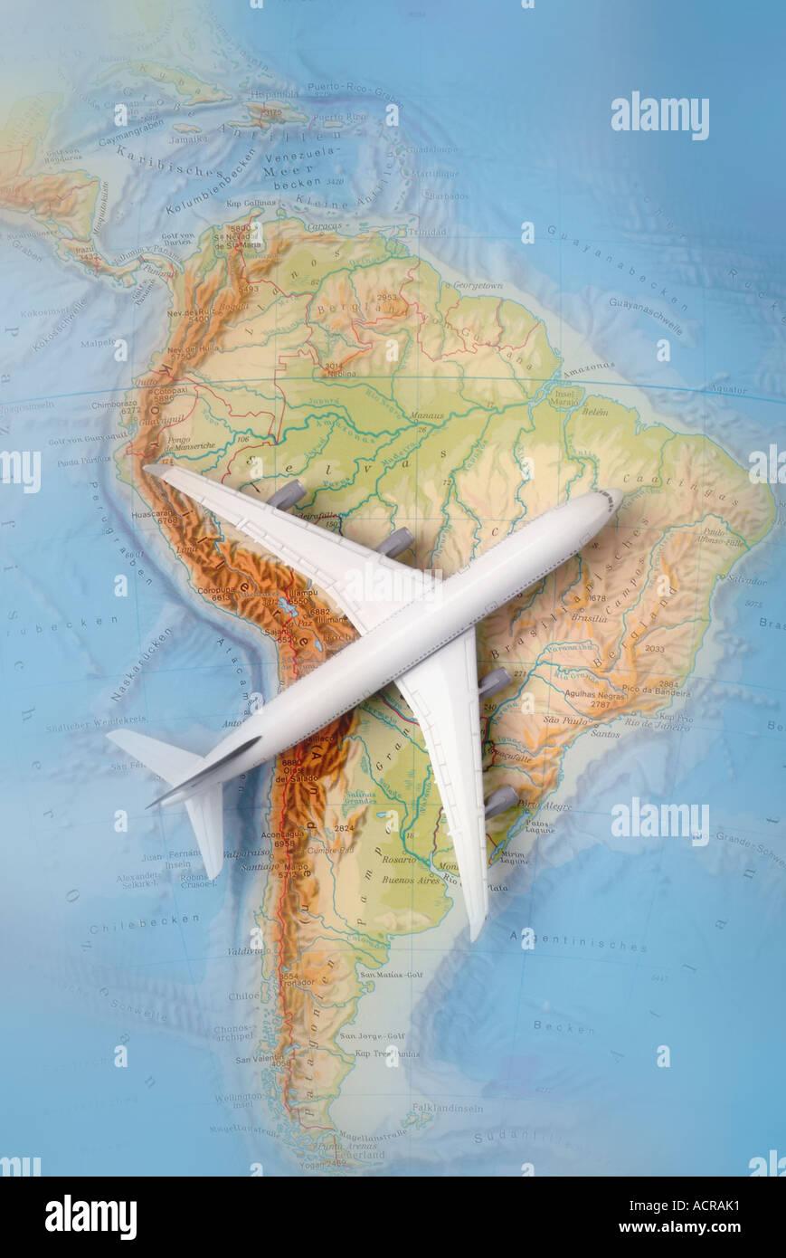 airplane on a map of south america Flugzeug auf einer Karte von Südamerika - Stock Image