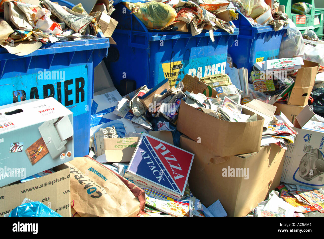 cramped container for recycling paper Überfüllter Altpapiercontainer Stock Photo
