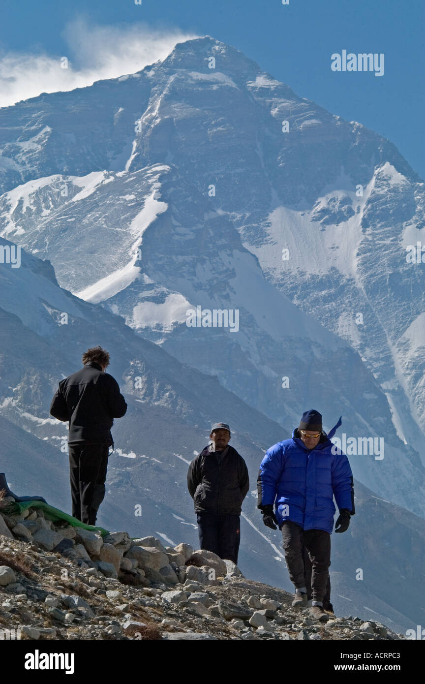 Trekkers at Rongbuk Basecamp on the North Side of Mount Everest, Tibet, China. - Stock Image