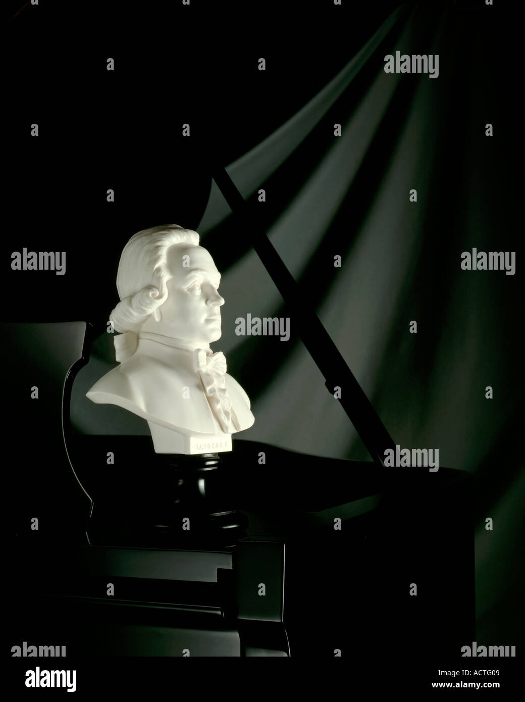 Bust of Mozart on piano Wolfgang Amadeus Mozart - Stock Image