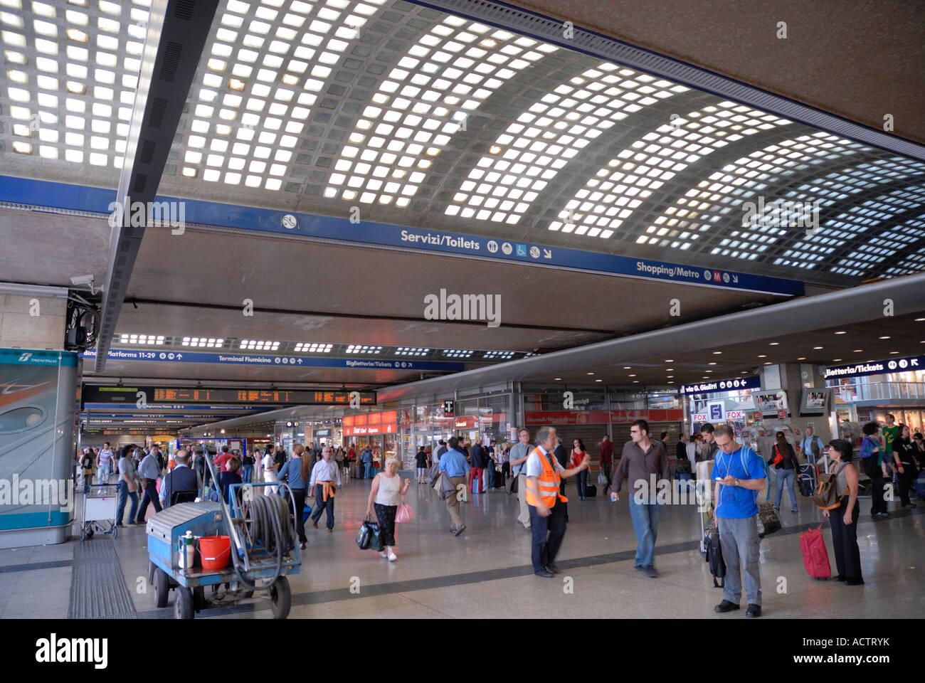 The main railway station in rome italy stazione centrale for Affitto ufficio roma stazione termini