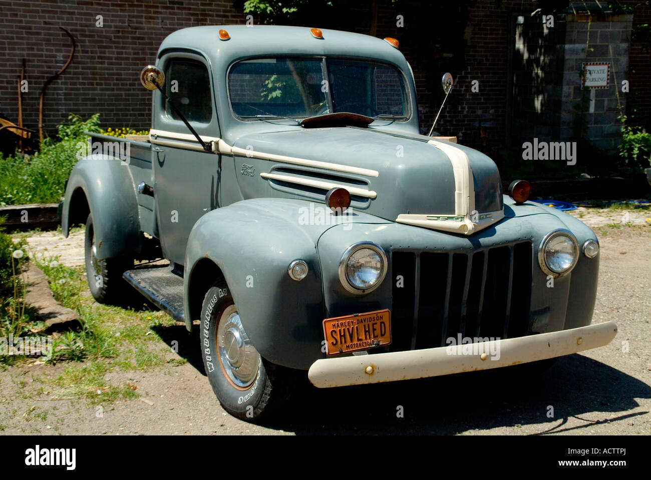 AN OLD CLASSIC FORD CHEVY TRUCK WITH HARLEY DAVIDSON SHVLHED LICENSE ...