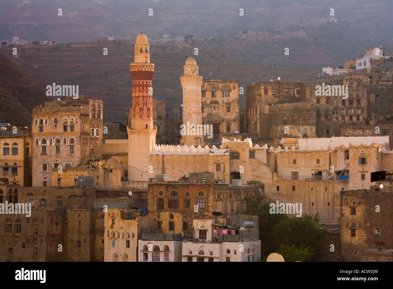 The minaret of Queen Arwa Mosque rises among the building in the mountain village of Jibla near Taizz Yemen - Stock Image
