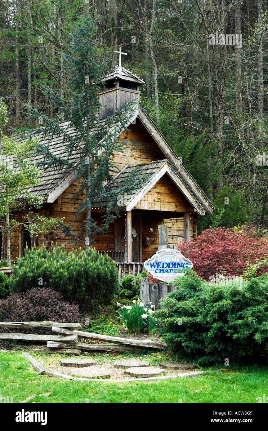 The Little Log Wedding Chapel In Gatlinburg Tennessee Usa