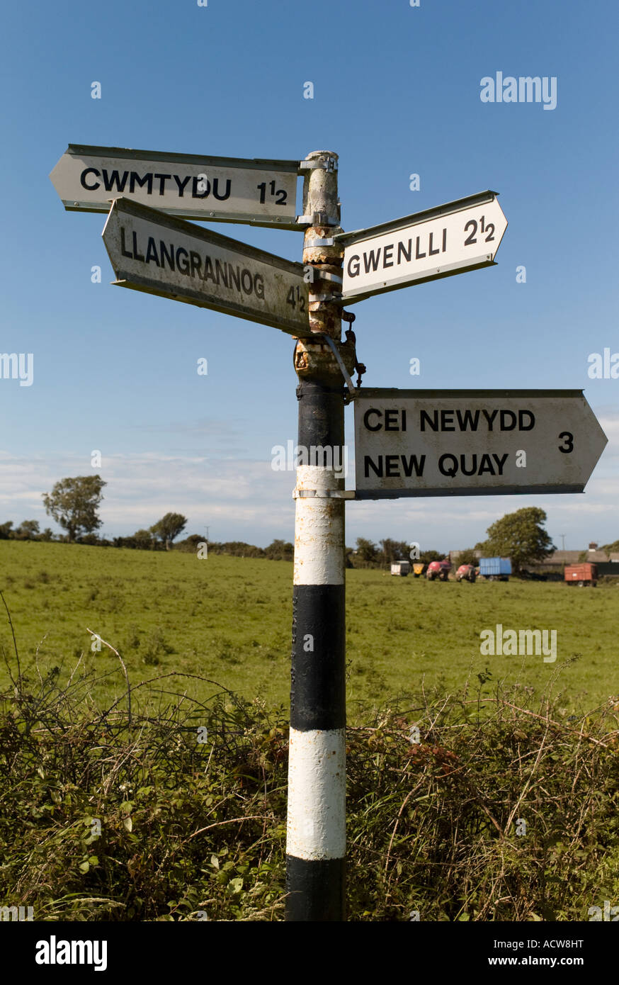 Sign post at remote rural isolated cross roads west wales Cwmtydu Gwenlli Llangrannog Cei Newydd New Quay, UK - Stock Image