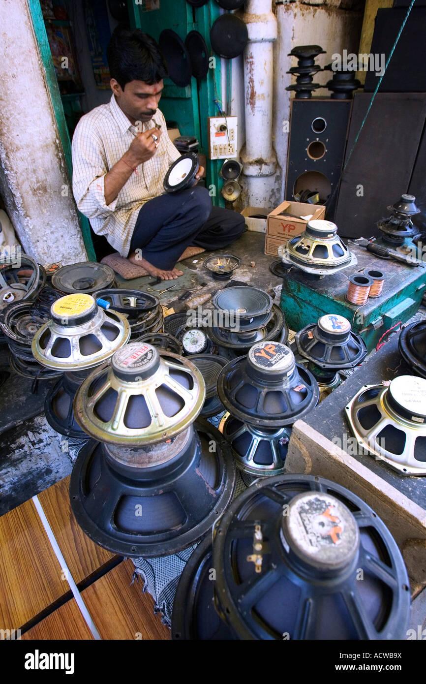 Street speaker repair shop Varanasi Benares India - Stock Image