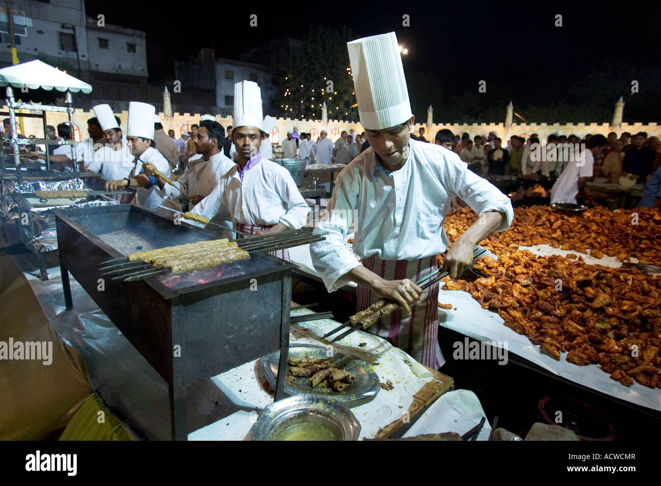 Chefs at work at the  Wedding of the son of the imam of Delhi India with soldiers and 2000 guests - Stock Image