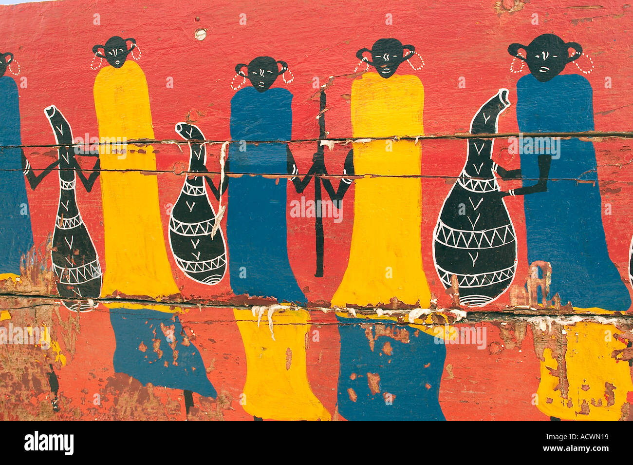 naive afrikanische Malerei auf einem Holzboot naive african painting on a wooden boat - Stock Image