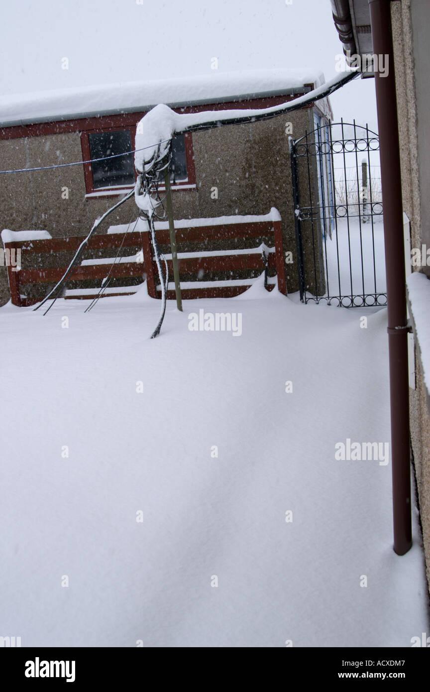 Garden path snowed in - Stock Image