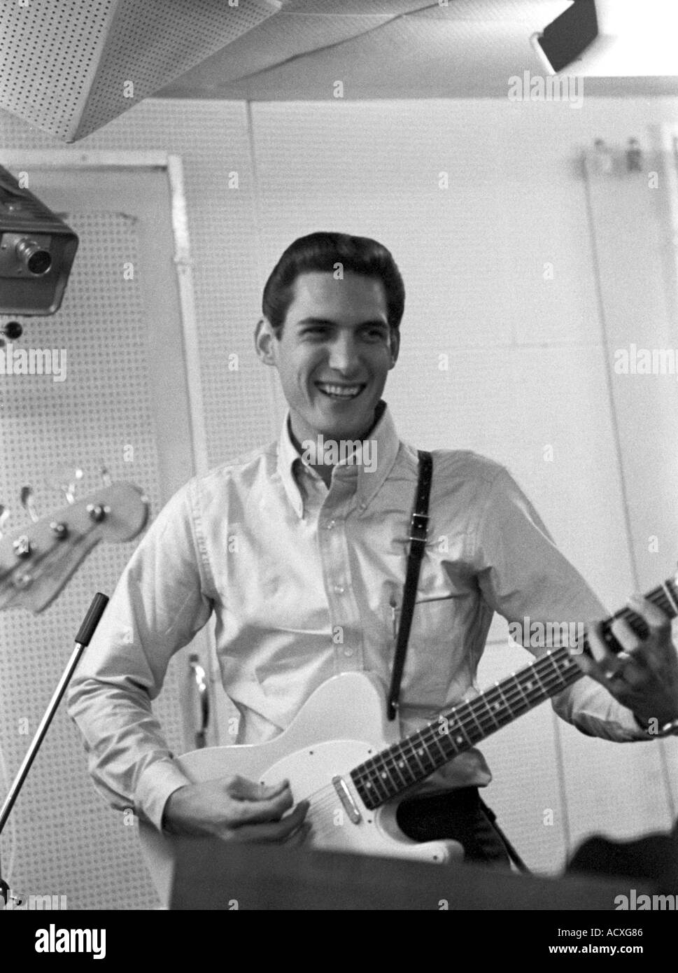 STEVE CROPPER recording with Booker T in London in 1967
