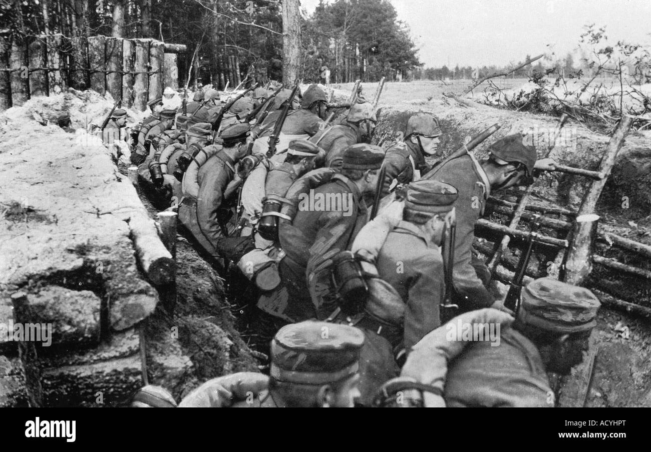 events, First World War / WWI, Eastern Front, Ukraine, German infantry ready to charge, Volhynia, 1915, Additional - Stock Image