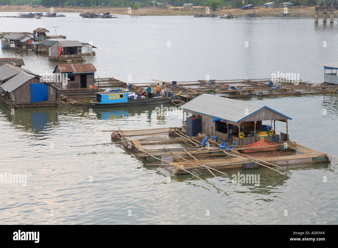 Floating 'fishing village' on 'Tri An' reservoir 'Dong Nai Province' Vietnam - Stock Image