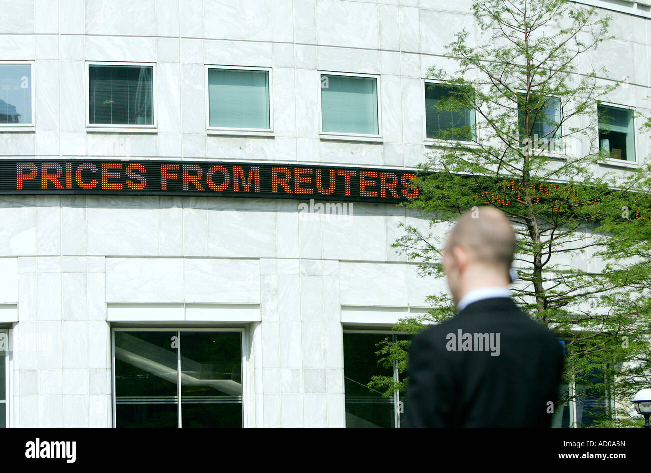 Reuters Sign Above Head Office Stock Photos & Reuters Sign Above ...