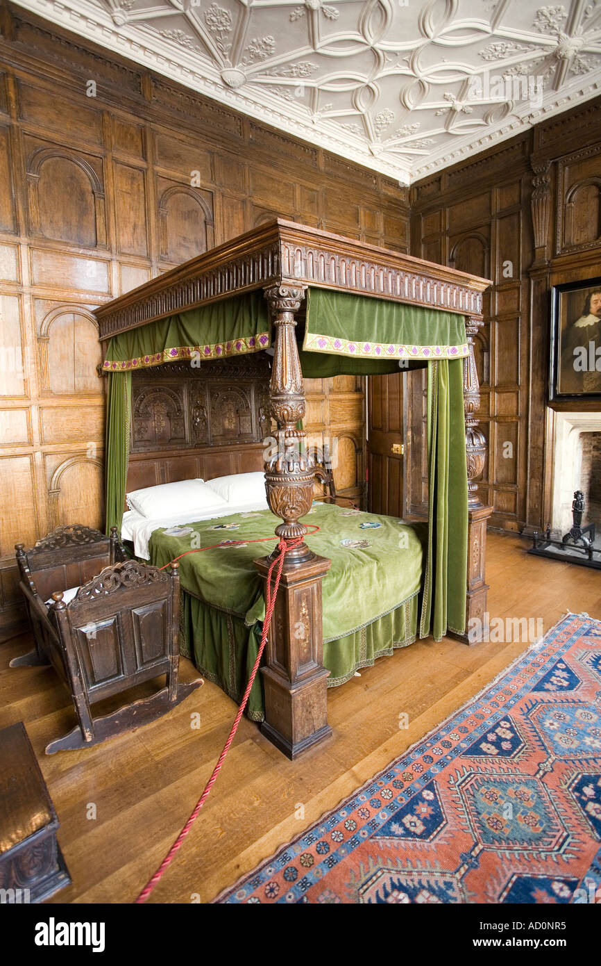 England Bristol West End Red Lodge bedroom Tudor four poster bed - Stock Image