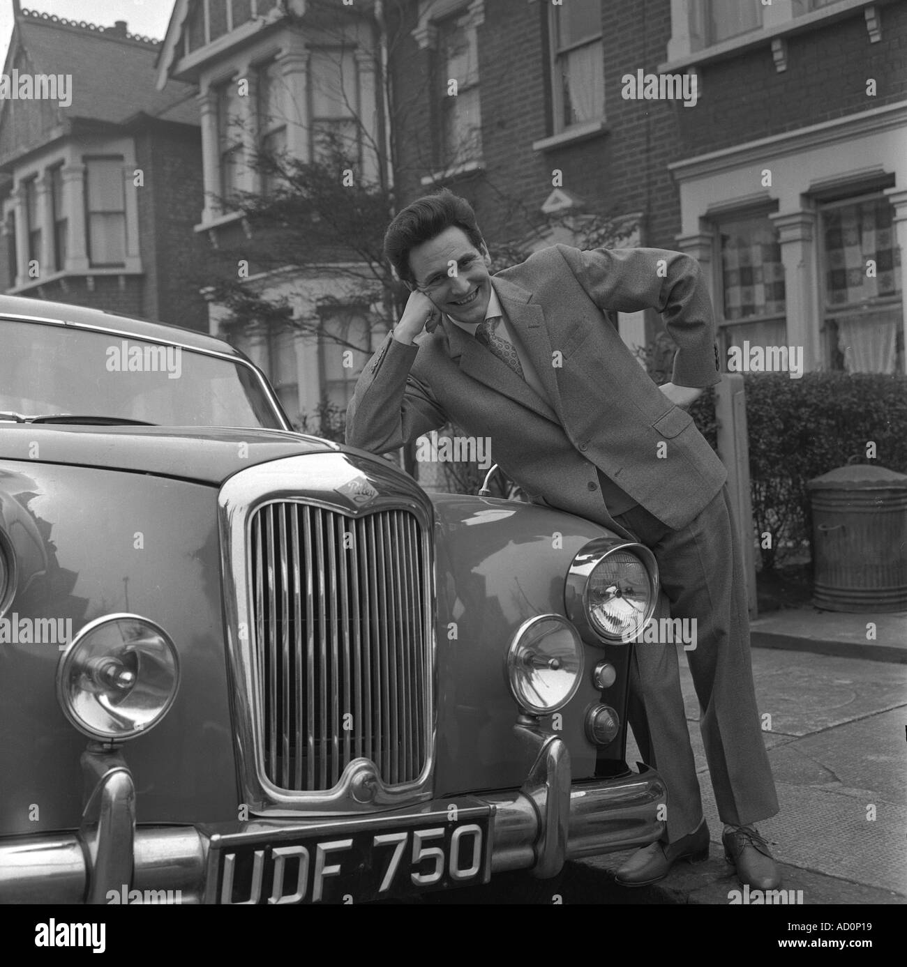 Lonnie Donegan. Photo by Harry Hammond. UK, 1960s. - Stock Image
