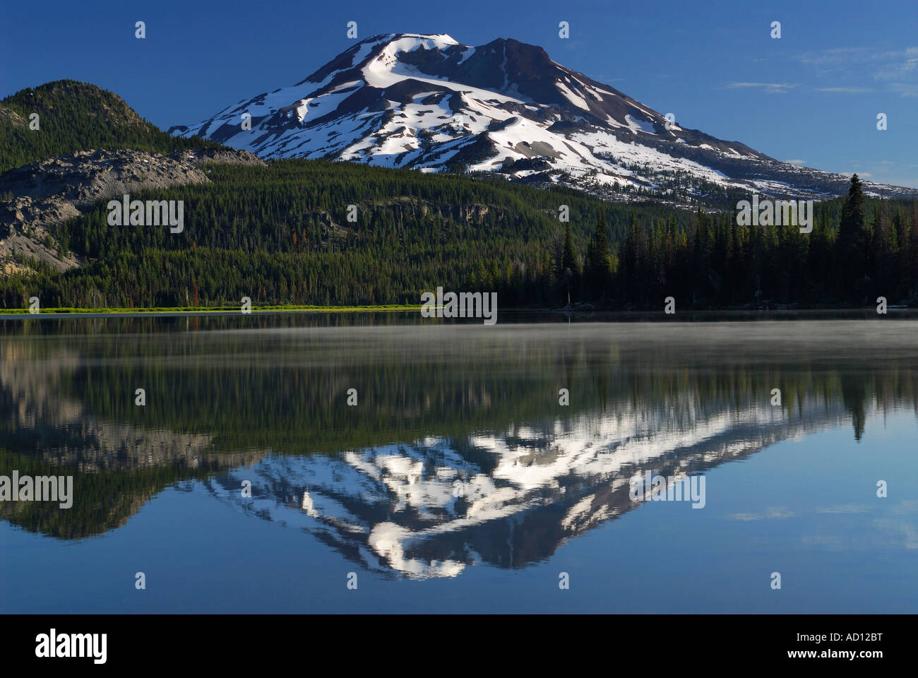 South Sister mountain reflected in Sparks Lake Deschutes National Forest Bend Oregon USA - Stock Image