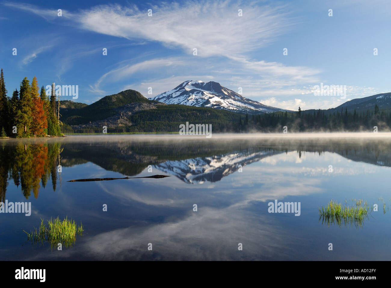 Morning mist on Sparks Lake with South Sister reflection Deschutes National Forest Bend Oregon - Stock Image
