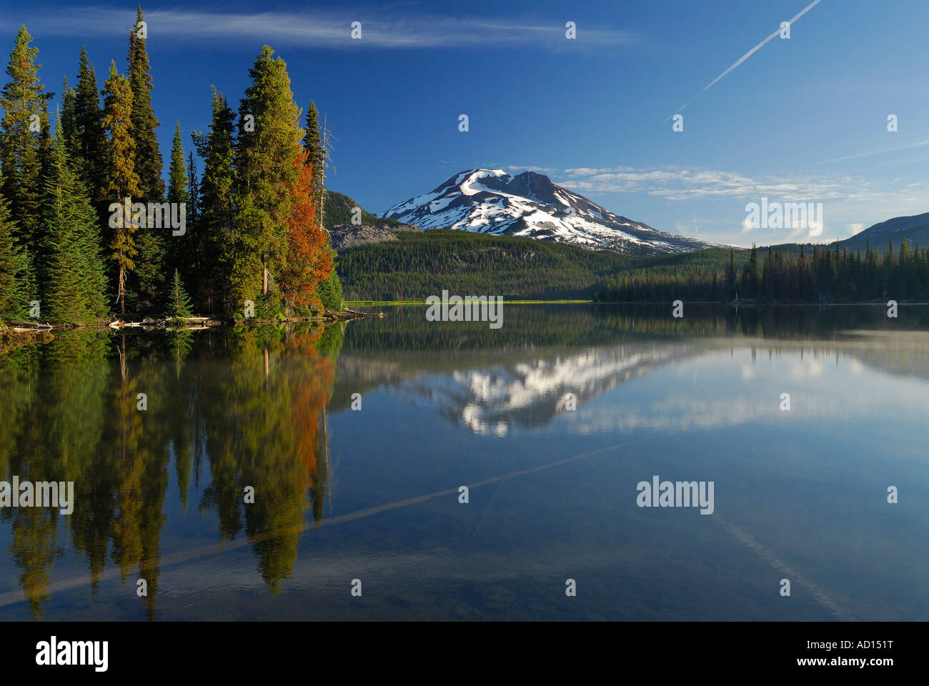 Sunrise on calm Sparks Lake with South Sister and evergreen reflections Deschutes National Forest Bend Oregon - Stock Image