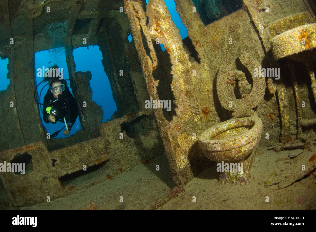 diver in Hermes shipwreck in Bermuda, female diver, underwater, scuba, diving, exploring, exciting, mystery - Stock Image