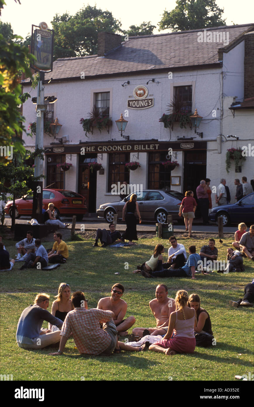 London pub public house SW19. A summer drink Wimbledon Common London SW19 England UK The Crooked Billet HOMER SYKES - Stock Image