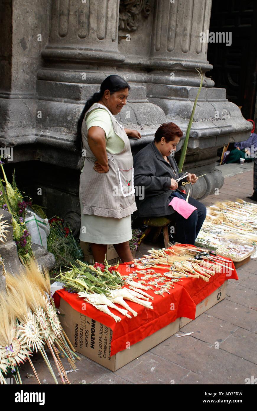 Palm Sunday sidewalk vendors, Mexico City - Stock Image