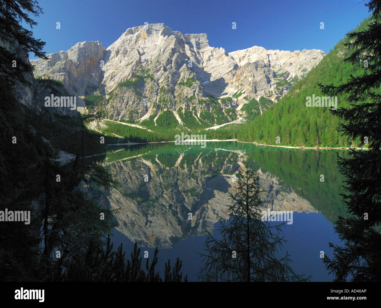 Pragser Wildsee Lago di Braies, Seekofel Croda di Brecco, Pustertal, South Tyrol, Italy Stock Photo