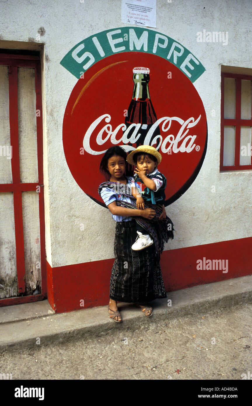 GUATEMALA NATIVE QUICHE GIRL AND BROTHER SANTIAGO ATITLAN - Stock Image