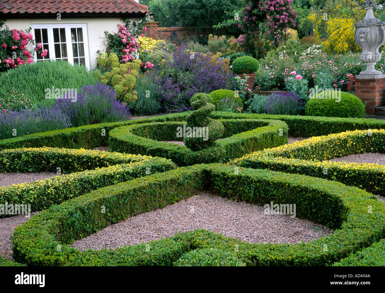 Who Is Gertrude Jekyll >> Kettle Hill, Box Hedges Norfolk England English garden design Stock Photo: 4344393 - Alamy