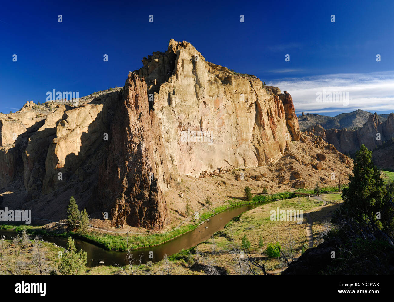 Smith Rock Morning Glory and Picnic Lunch Walls for rock climbing with Crooked River Redmond Oregon USA - Stock Image