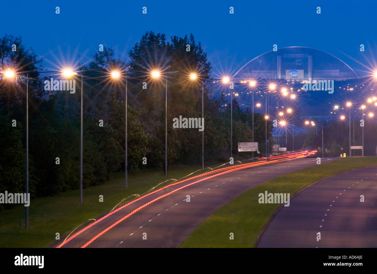 Central Milton Keynes road & snow dome at night - Stock Image