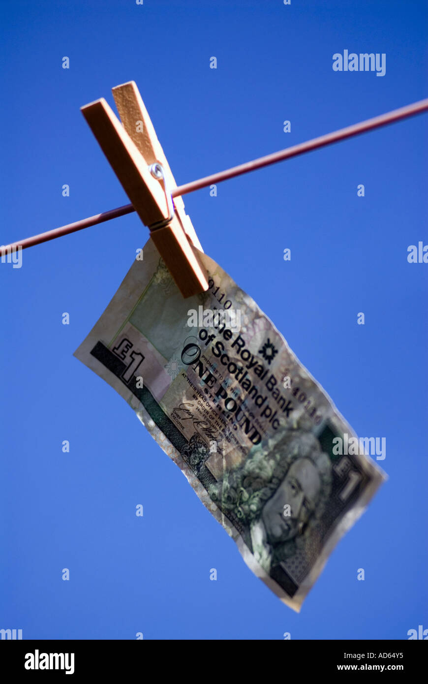 PICTURE CREDIT DOUG BLANE Concept Hanging money out to dry Scottish one pound note The Royal Bank of Scotland One Stock Photo