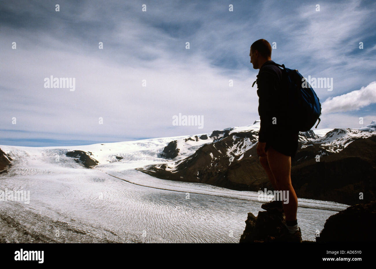 Photograper Doug Blane walking trekking hiking mountaineering in mountain in Icelend - Stock Image