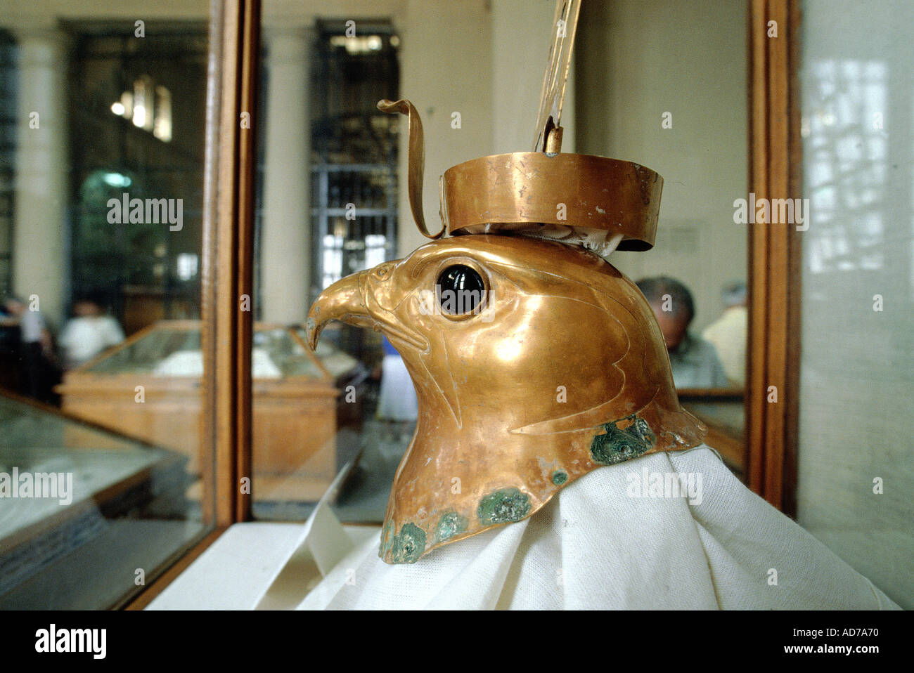 EGYPT CAIRO ANTIQUES MUSEUM PHARAOH TUT EN KAMON GRAVE ARTIFACTS HEAD OF HORUS THE FALCON GOD - Stock Image