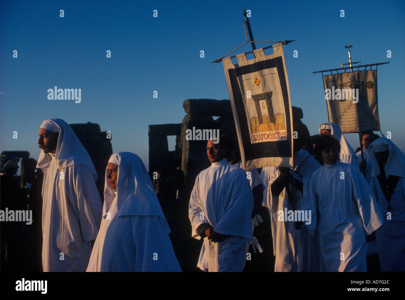 Stonehenge UK Druids summer solstice June 21st midsummer dawn ceremony Wiltshire England  HOMER SYKES - Stock Image