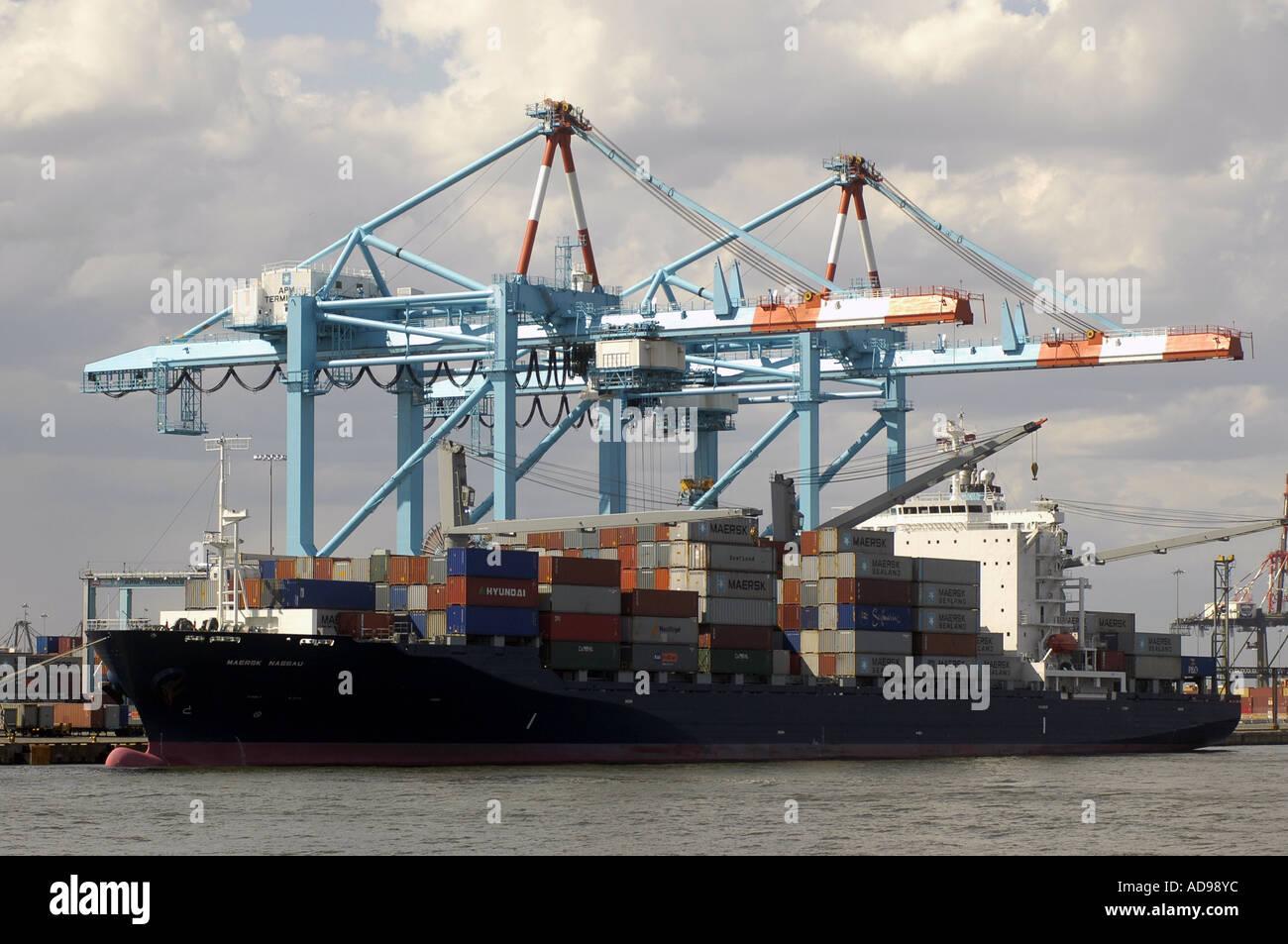 Ships loading in Port Elizabeth New Jersey - Stock Image