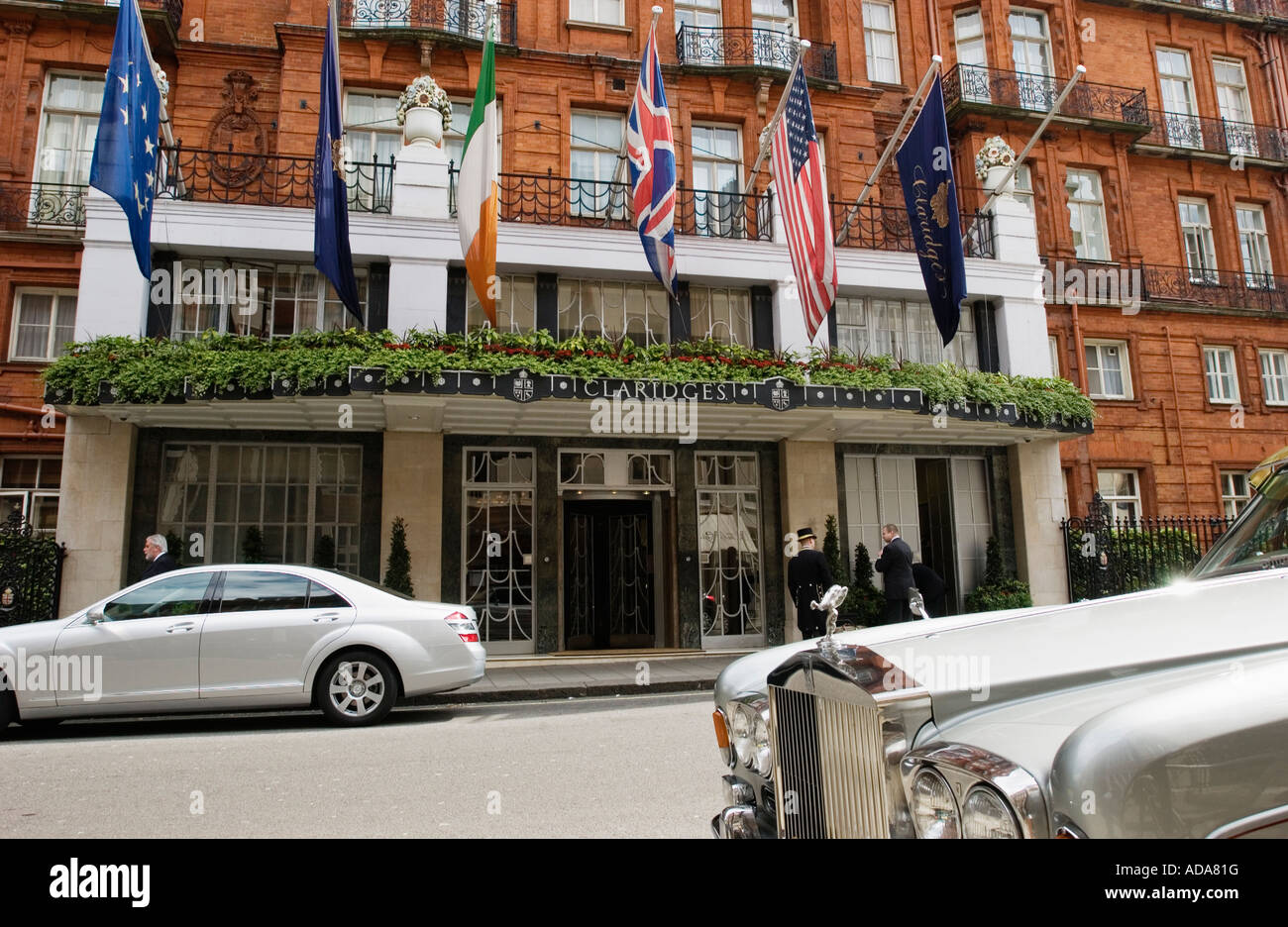 Cars parked in front of the hotel Claridges, 51 Brook Street, Mayfair, London, England - Stock Image