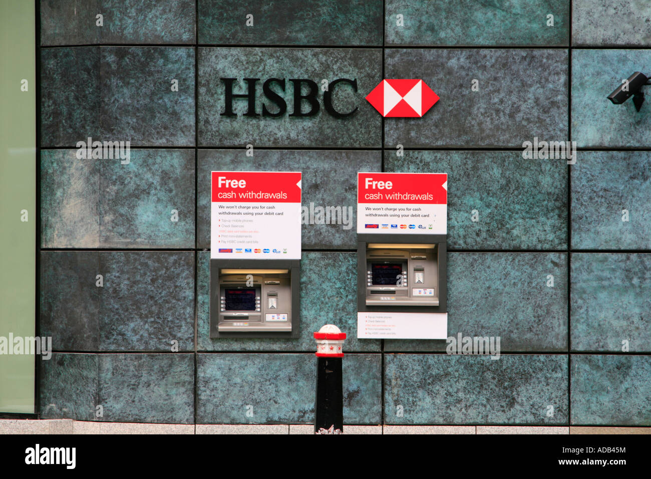free cash withdrawal machine city of london hsbc bank england uk gb
