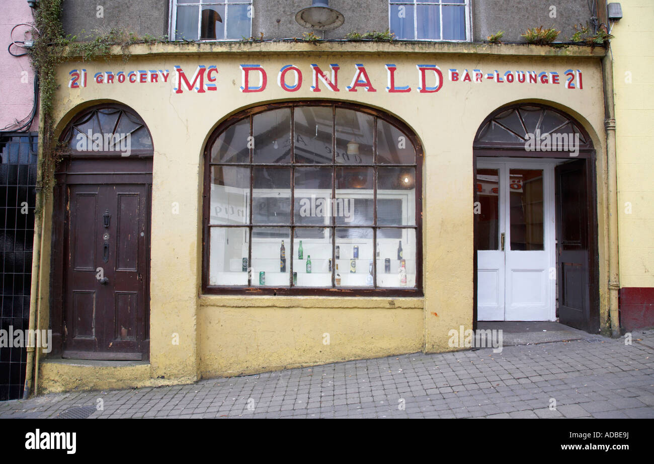 traditional irish grocery shop combined with bar and lounge McDonald enniscorthy - Stock Image