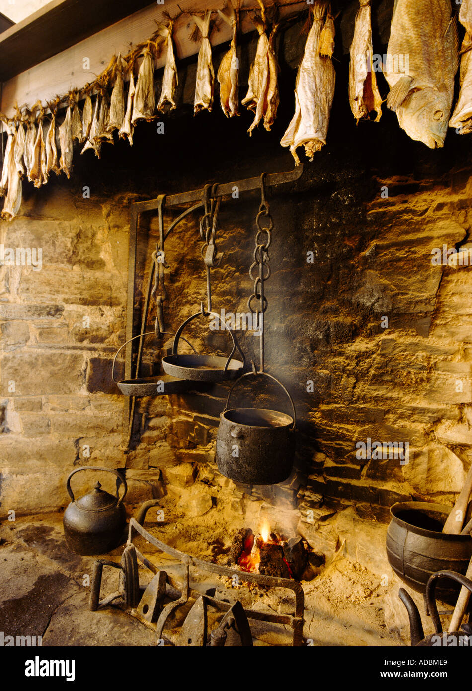 dh Farm museum CORRIGALL ORKNEY Farmhouse fireplace kettle pots and dried fish drying hearth open fire Stock Photo